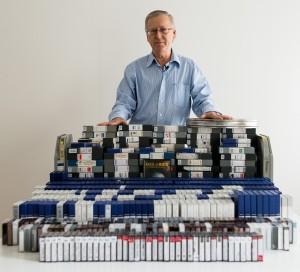 Staffan Hildebrand, regissör, tillsammans med 27 års dokumentation för FACE of AIDS-projektet